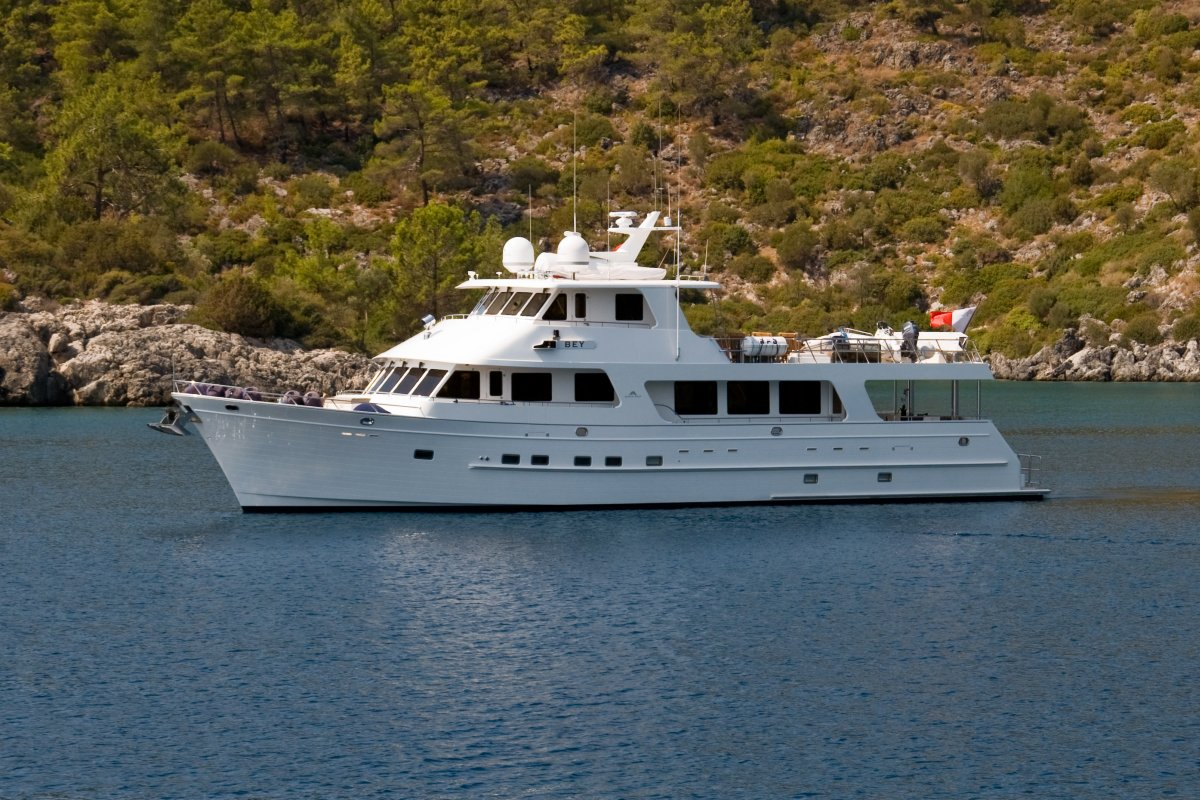 360 VR Virtual Tours of the Outer Reef 860 DeluxBridge Motoryacht – VRCLOUD
