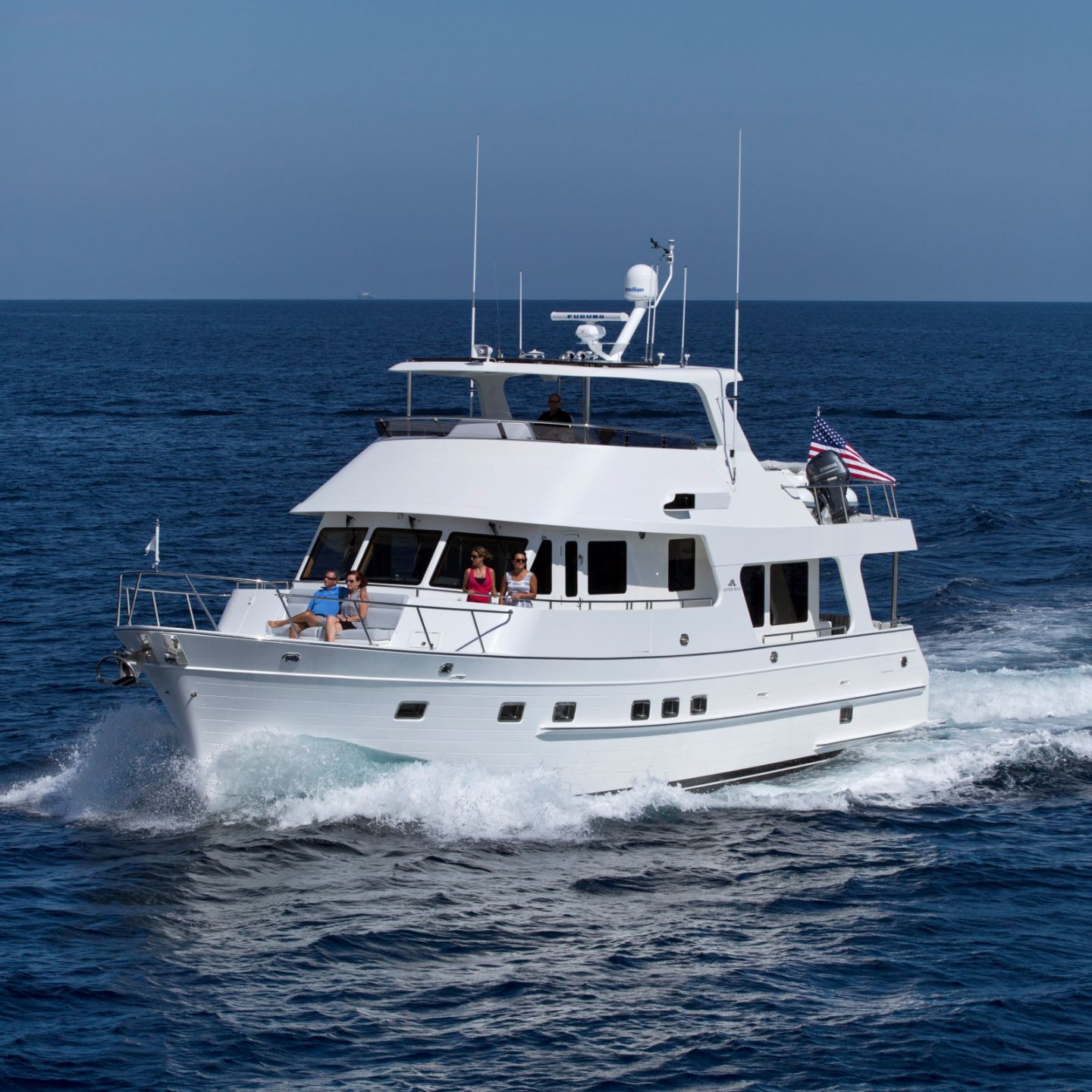 360 VR Virtual Tours of the Outer Reef 580 Motoryacht – VRCLOUD
