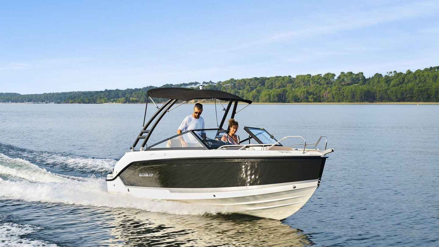 360 VR Virtual Tours of the Quicksilver Activ 605 Bowrider – VRCLOUD